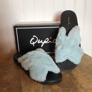 Dusty blue faux fur flip flops/slippers.
